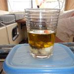 Olivenöl, Zitronensaft, Joghurt, ein wenig Senf, Salz und Pfeffer gut verrühren