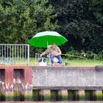 Angler am Ufer des NOK