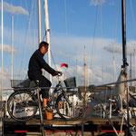 Hafenmeister auf Kontrolltour