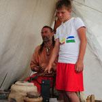 Joshua und Sven lassen Zinn schmelzen