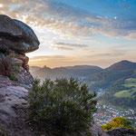 Blick vom Sommerfelsen auf Annweiler