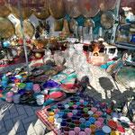 Bummeln und schauen auf dem Antiquitätenmarkt