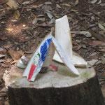 美濃加茂文化の森内の切り株の上で 「海から来た友達」