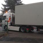 Die Container für die Notunterkünfte der Tierhilfe Leichlingen e. V. kommen.