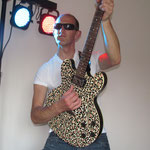 Rocken met mijn Panterprint gitaar!