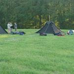 Freitag abend bauen die Pfadis die ersten Zelte auf