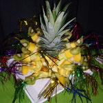 Früchtespiesse an Ananas