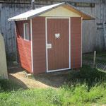 WC-Hüsli (Kompost-Toilette) mit vielen HelferInnen fertig renoviert.