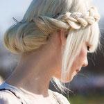 Причёска с КОСОЙ на резинке - причёска с постижем, пепельный блонд