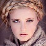 Причёска с КОСОЙ-имитацией - причёска с постижем, золотистый блонд