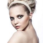 Причёска с ШИНЬОНОМ на заколках - причёска с постижем, пепельный блонд