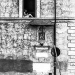 Une vierge à sa fenêtre