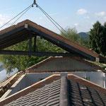 Abheben altes Dach in Stücken