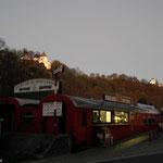 """""""Zughotel"""" mit Blick auf Schloß Wolkenstein (beliebter """"Bikerstopp"""")"""