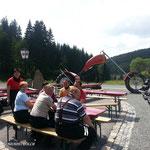 Unsere Motorradfreunde am Bikertreff Ehrenzipfel unterhalb des Fichtelberges