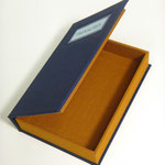 clamshell, one tray