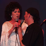 The Continentals & Wanda Jackson 2004 / Live in Geiselwind (DE) / Duet of Wanda Jackson & Mike Roth / Photo: Monitor Music