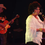 The Continentals & Wanda Jackson 2004 / Live in Geiselwind (DE) / Rolf Pröpper & Wanda Jackson / Photo: Monitor Music