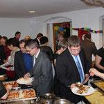 Für die Gäste gab es ein kalt-warmes Buffet