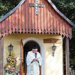 Statio an der Leonhardi-Kapelle. Hier las der Geistliche den Sonnengesang.