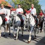 Bei herrlichem Herbstwetter beteiligten sich über 100 Reiter an der Pferdewallfahrt.