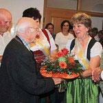 Blumen für den beliebten Pfarrer.