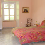 chambre n°1 - gite de tres bayard location de vacances et week end - saint claude - jura