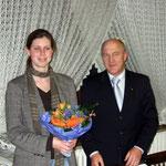 Blumen für die Kurdirektorin Sandra Langheim