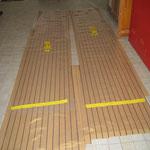 Die grossen Teile (über 4m) für die Seite BB un Stb. mussten wir im Hauseingang schneiden und die Streifen zusammenkleben