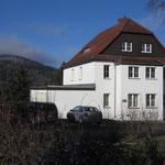 Ärztehaus Jonsdorf - im Hintergrund der Buchberg