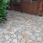 Polygonalplatten verlegt