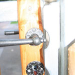 Stahlunterkonstruktion, beplankt mit kesseldruckimptägnierten Staketen aus Kiefer