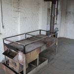Leimofen in einer Schreinerei. Dort wurde mit Knochenleim gefertigt. Eine sehr anrüchige Angelegenheit!