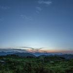 Sonnenuntergang am Gipfelkreuz Walleralm