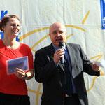 Bonns Bürgermeister Reinhard Lembach eröffnet den 11. Bonner Friedenslauf, li. Heike Werntgen