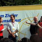 Christoph Bongart erntet Applaus für die jährliche Mitorganisation des Friedenslaufes