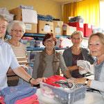 Die fünf freundlichen Mitarbeiterinnen kümmern sich gerne um die Annahme von Spenden und deren zeckgebundener Verteilung