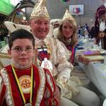 Hoheiten unter sich: Prinz Jürgen I und Bonna Nora I mit Röttgens Kinderprinz Benedikt II