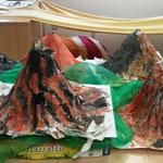 Die vier Elemente: Feuer, Erde, Wasser, Luft: hier die Nachbildung feuerspeiender Vulkane (diese ruhen zur Zeit)