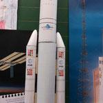Bausatz der Ariane-Rakete, die als Modell für die kleineren nachgebastelten Raketen der Kinder diente