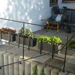 Geländer geschmiedet mit Blumenkastenhalterung