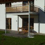 Balkon aus Stahl/Holzkonstruktion auf Stahlstützen