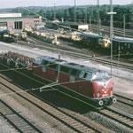 221 109-2 passiert den ehemaligen Gleisbauhof. (heute Deutsche Bahn Gleisbau GmbH)