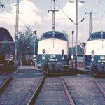 221 103-5 + 221 126-6 im Bw Duisburg-Wedau.
