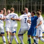 Die Spieler der SGA bejubelt ihren Erfolg gegen die SG Aulendorf