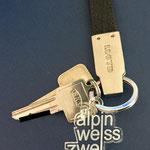 alpinweisszwei Schlüsselanhänger ohne Ring oder Kette direkt am Bund befestigt