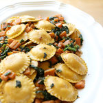 Fast ravioli dinner with sauteed spinach and sweet potatoes