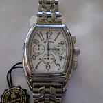 見やすい白色が特徴 存在感ある大きさ こちらも人気の腕時計