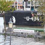 Das U-Boot teilweise versunken, das Hochwasser machte es möglich