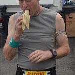 Vor dem Lauf noch schnell eine Banane. (Foto 3: MG)